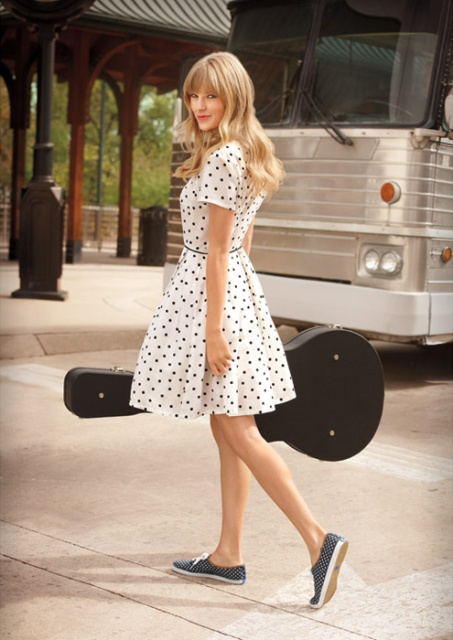 taylor_swift__for_keds_the_brave_girls_on_february_12_2013_ssIm1wuR.sized
