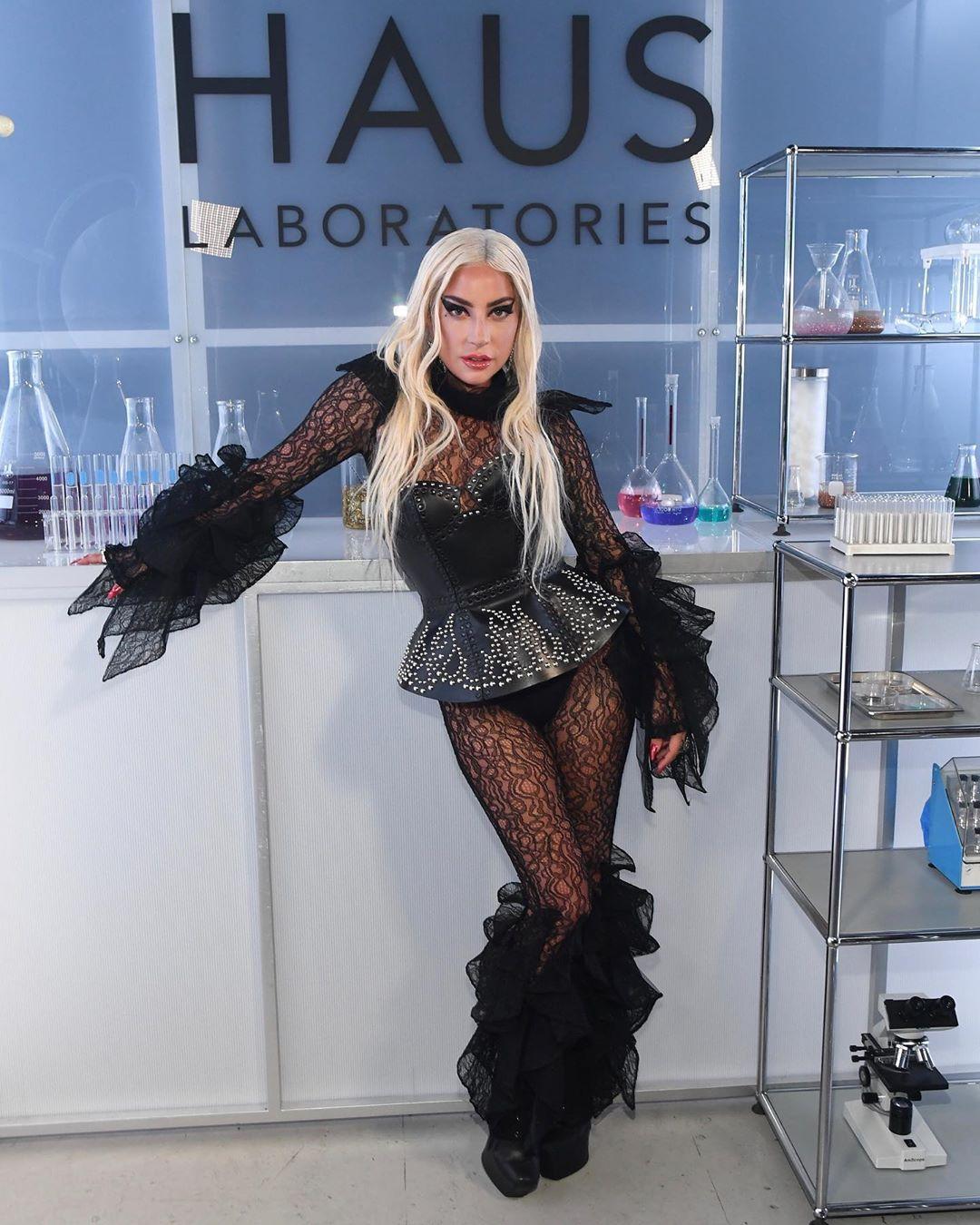 Lady Gaga lança sua marca de maquiagem, Haus Laboratories. Veja mais aqui