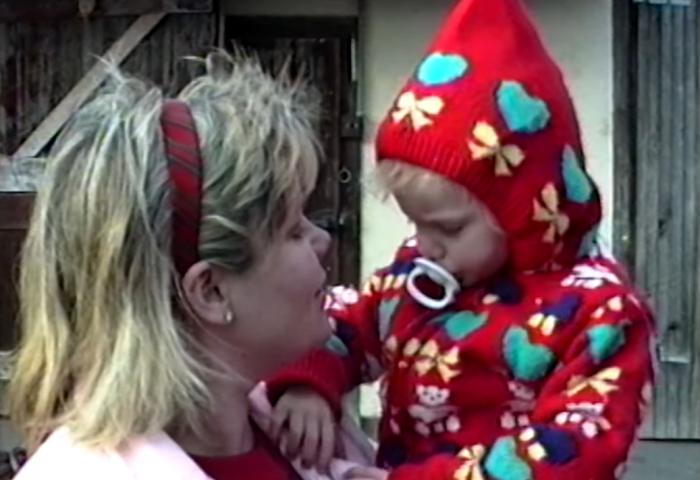 Christmas Tree Farm: Taylor Swift lança clipe de natal com imagens da sua infância!