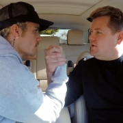 "Justin Bieber canta ""Smelly Cat"", de Friends, em novo Carpool Karaoke com James Corden"